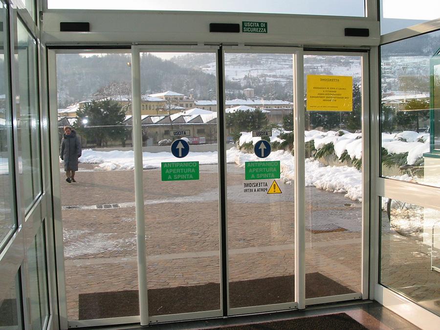 Porte automatiche scorrevoli con antipanico per vie di fuga