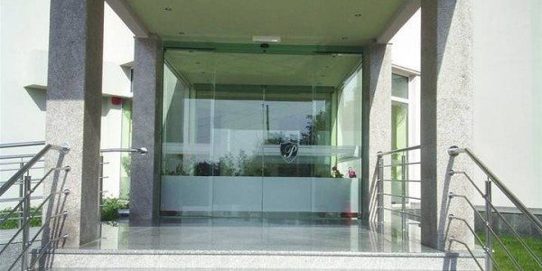 porta-automatica-scorevole-hotel-albergo-centro-congressi-treviso-venezia-padova-belluno-faac