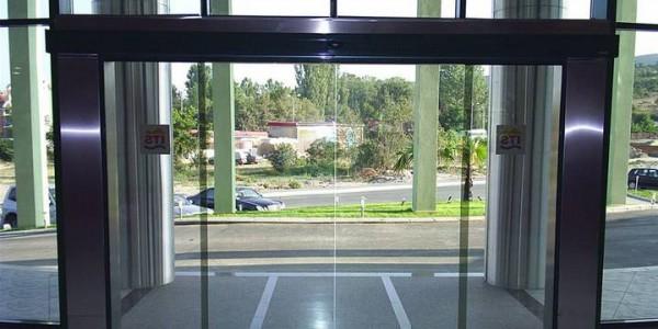porta-automatica-scorevole-hotel-centro-congressi-treviso-venezia-padova-belluno-faac