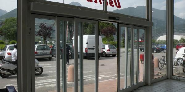 assistenza-montaggio-porte-automatiche-scorrevoli-telescopiche-en-16005-centri-commerciali-negozi-centri-direzionali-treviso-venezia-belluno-padova