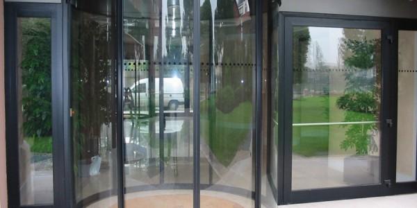 assistenza-tecnica-fornitura-montaggio-porta-automatica-rototraslante-ingressi-automatici-ospedali-auditorium-hotel-treviso-venezia-padova-belluno