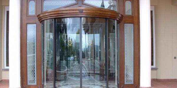 assistenza-tecnica-fornitura-montaggio-porta-automatica-rototraslante-ingresso-automatico-hotel-alberghi-hotel-treviso-venezia-padova-belluno
