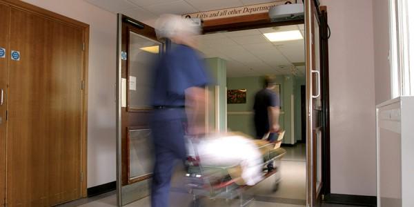 fornitura-montaggio-assistenza-porte-automatiche-a-battente-per-corridoi-ospedali-treviso-venezia-padova-belluno-en-16055