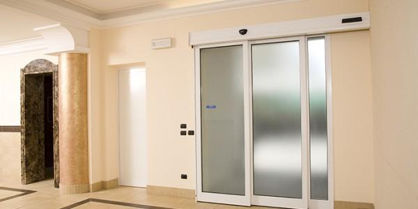 porta-automatica-scorevole-per-hotel-albergo-treviso-venezia-padova-belluno-faac