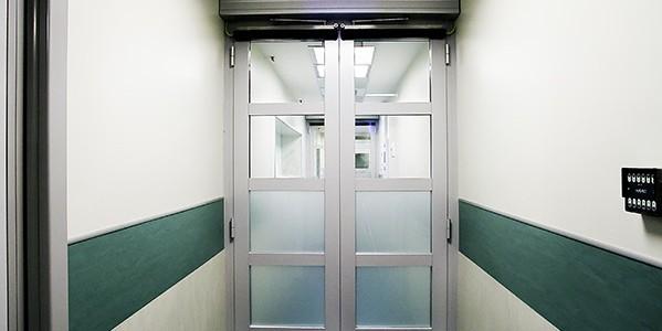 porte-automatiche-a-battente-per-corridoi-ospedali-treviso-venezia-padova-belluno-en-16055